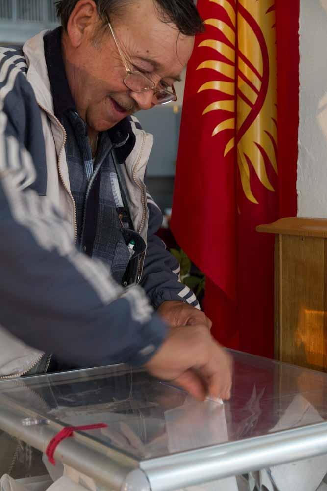 Parlamentswahlen im Herbst 2010: Kurz zuvor hatten sich die Kirgisen in einem Referendum für die Einführung eines parlamentarischen Regierungssystems entschieden. | Foto: Edda Schlager